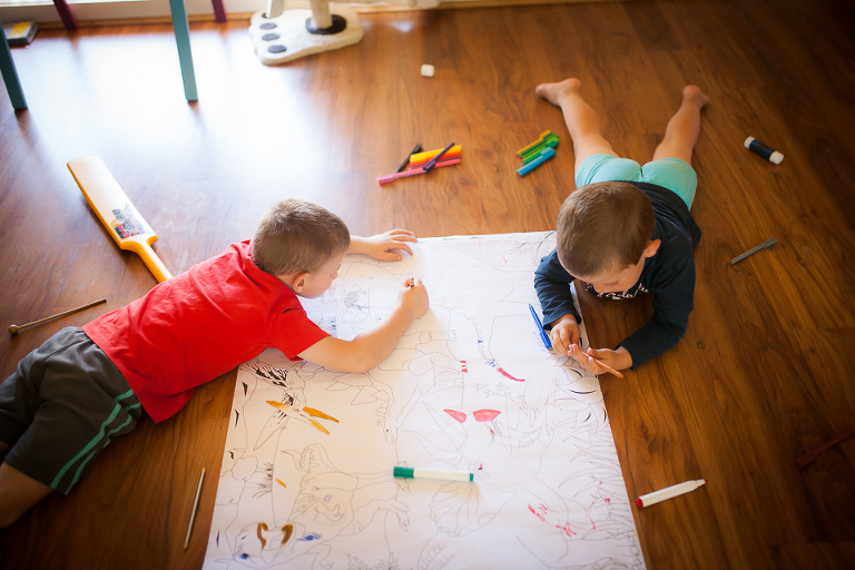 Kids coloring on floor - Family Documentary Photography