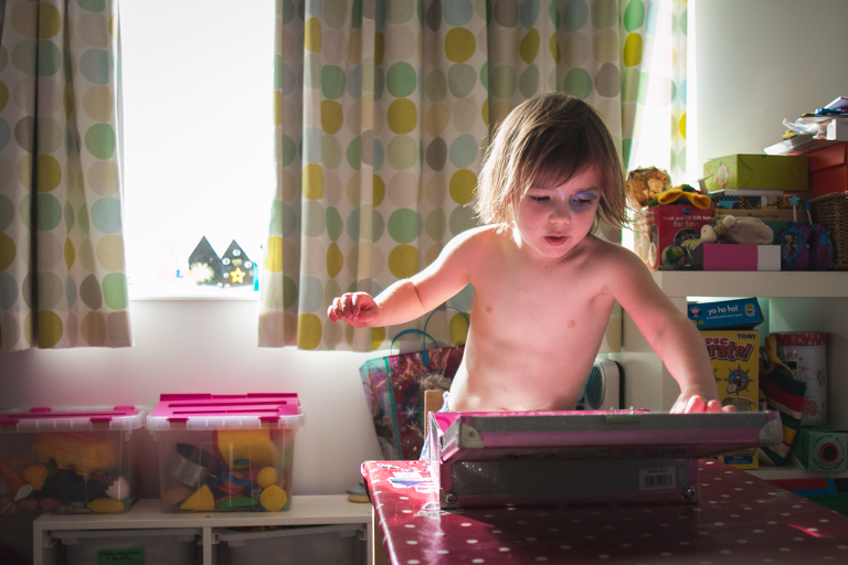 Girl plays with makeup - Family Documentary Photography