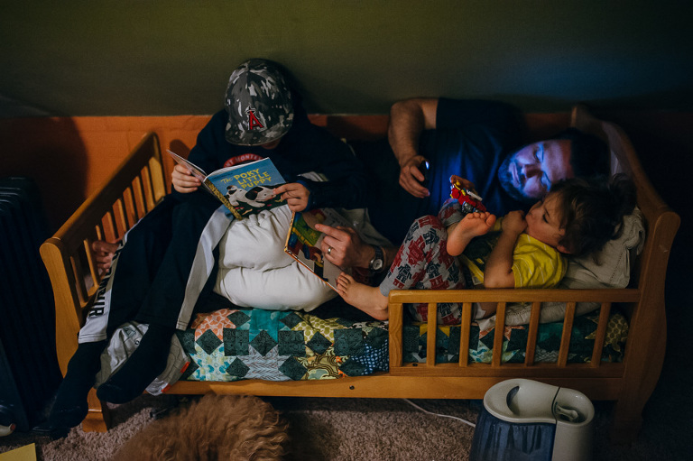 in bed with Dad and tablet - Family documentary Photography