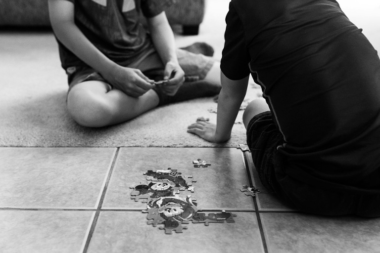 Kids building jigsaw puzzle - Family Documentary Photography