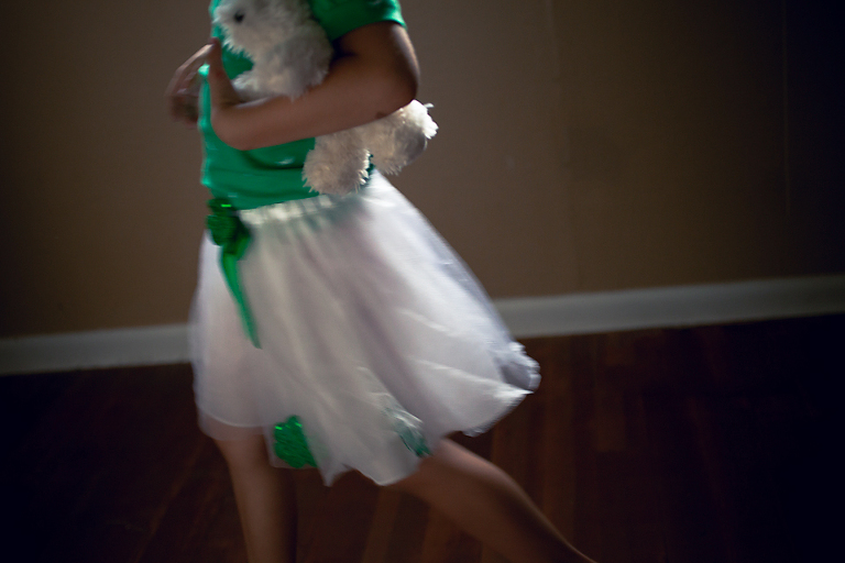girl with moving skirt - on the go; family documentary photography