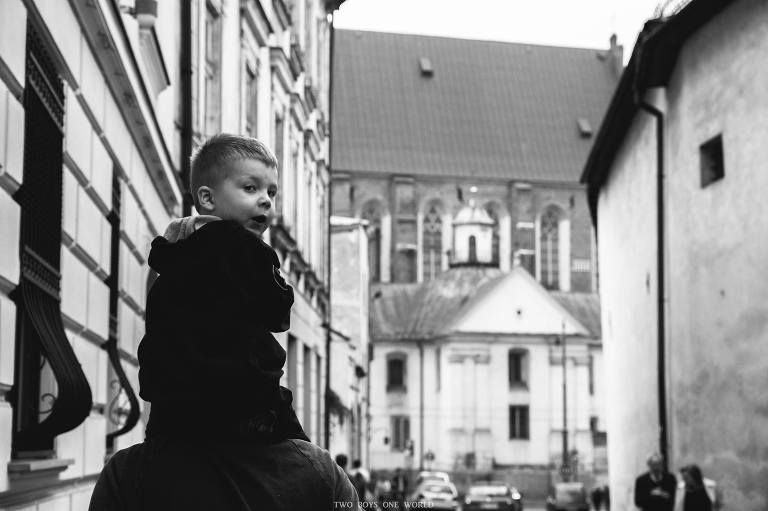 child on father's shoulders - family documentary photography On the go