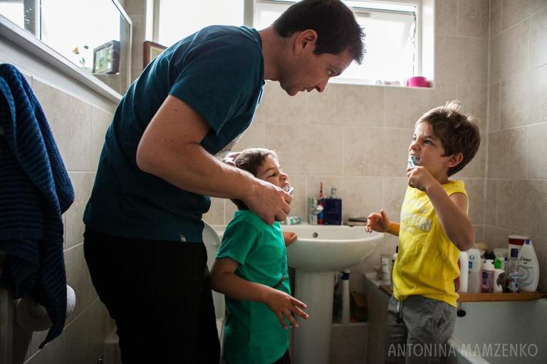 Father brushing kids teeth - Documentary Family Photography