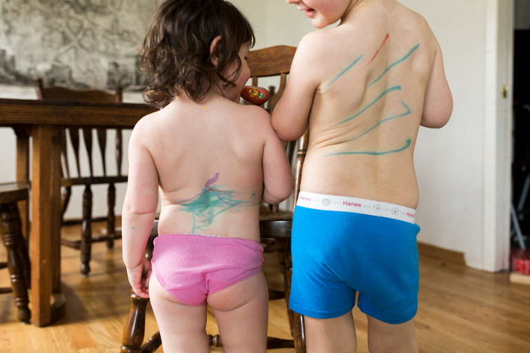 Kids with marker on backs - Documentary Family Photography