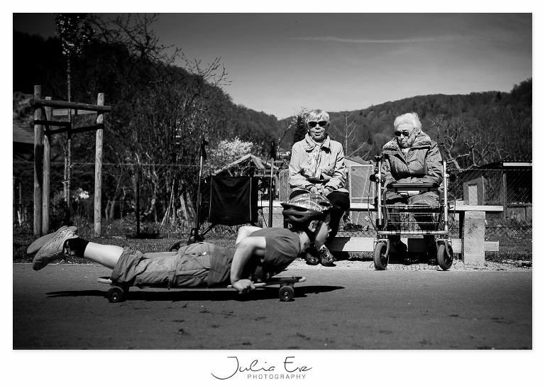 kid on skateboard as seniors watch - Documentary Family photography