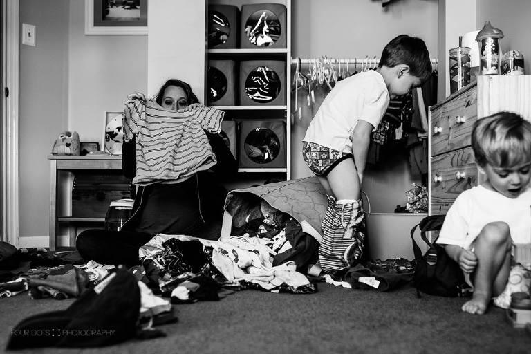 mom folding clothes - Documentary Family Photography