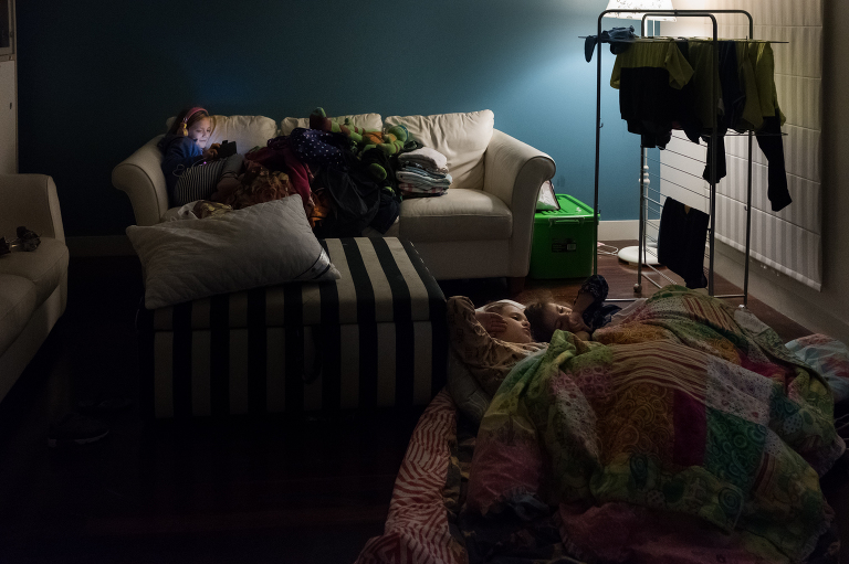 kids in living room - documentary family photography