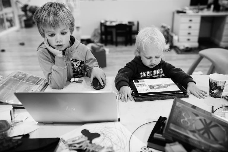 kids on electronics - documentary family photography