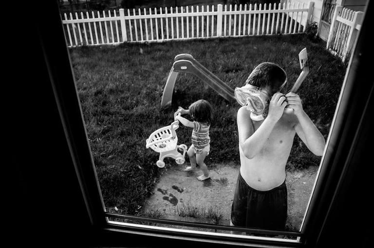 kids play in backyard - documentary family photography