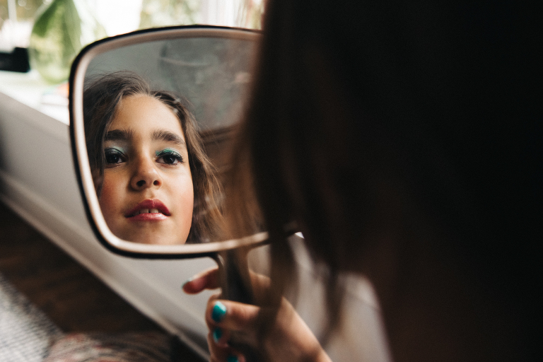 girl looking in mirror - documentary family photography