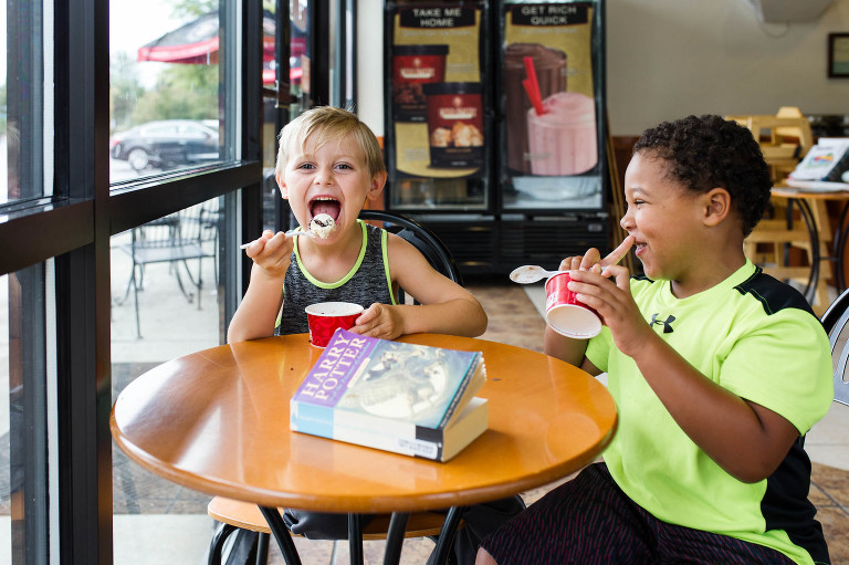 kids eating at cafe -documentary family photography