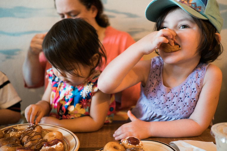 kids eating finger food - documentary family photography