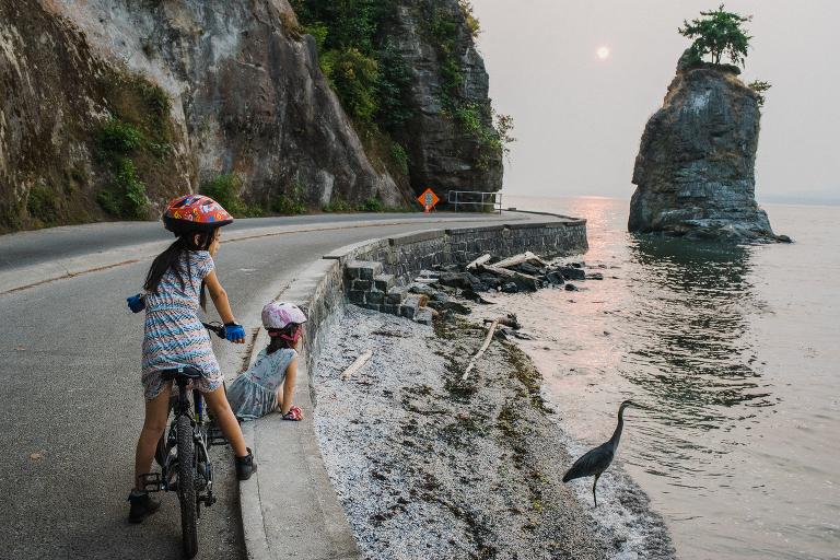kids on shoreline road - documentary family photography