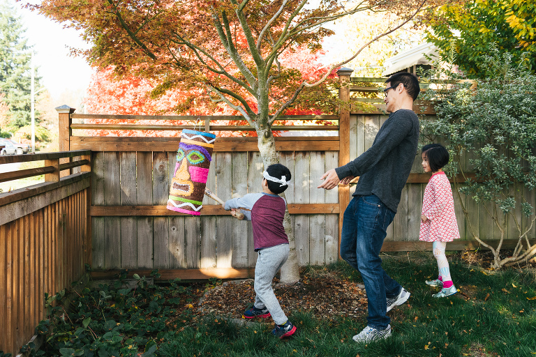 kids with pinata - documentary family photography