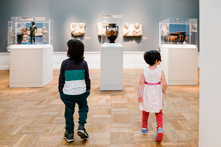 kids at museum - documentary family photography